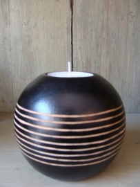 Waxinelicht in bolvorm met strepen