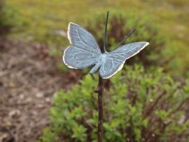 Bronzen tuinsteker vlinder op tak