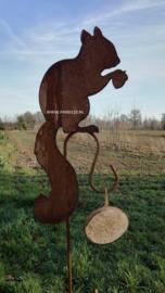Vogelvoeder tuinsteker eekhoorn