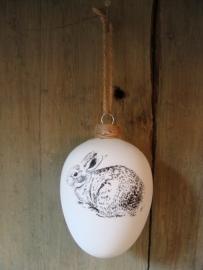 Kerstbal van glas met konijn