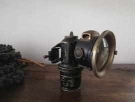 Antieke fietslamp op carbit