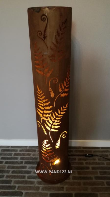 Lamp met varenbladeren
