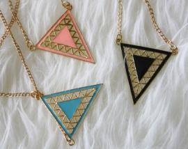 Long Triangle Necklace in 3 kleuren