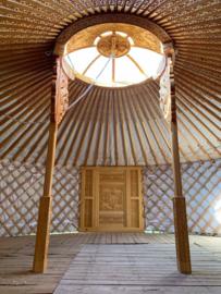 6-muurs yurt met  houtsnijwerk