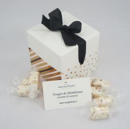 Luxe kado verpakking met 250 gram nougat  (caramel & zeezout)