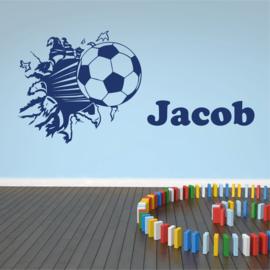 Muursticker voetbal uit de muur met naam kinderkamer stoer