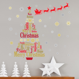 Muursticker kerstboom in letters met sneeuwvlokken en kerstman met rendieren