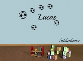 Muursticker voetbal jongenskamer 6 voetballen en naam