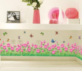 Muursticker bloemen / tulpen strook vlinders roze kinderkamer