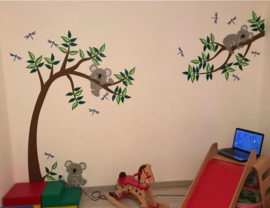 Muursticker boom en tak met koala's