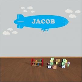 Zeppelin vliegtuig met naam (wolken)