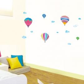 Muursticker luchtballonnen en wolken kinderkamer