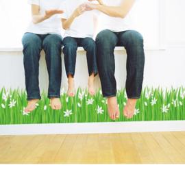 Muursticker gras strook witte bloemen