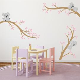 Muursticker takken met koala's  meisjeskamer  (roze)