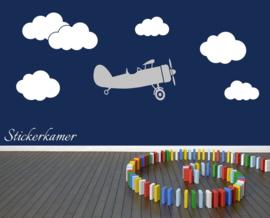 Muursticker vliegtuig met wolken jongenskamer (groot)