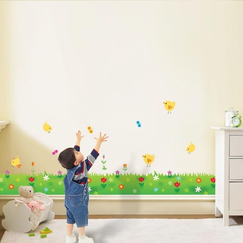 Muursticker kinderkamer gras strook met bloemen en kuikens