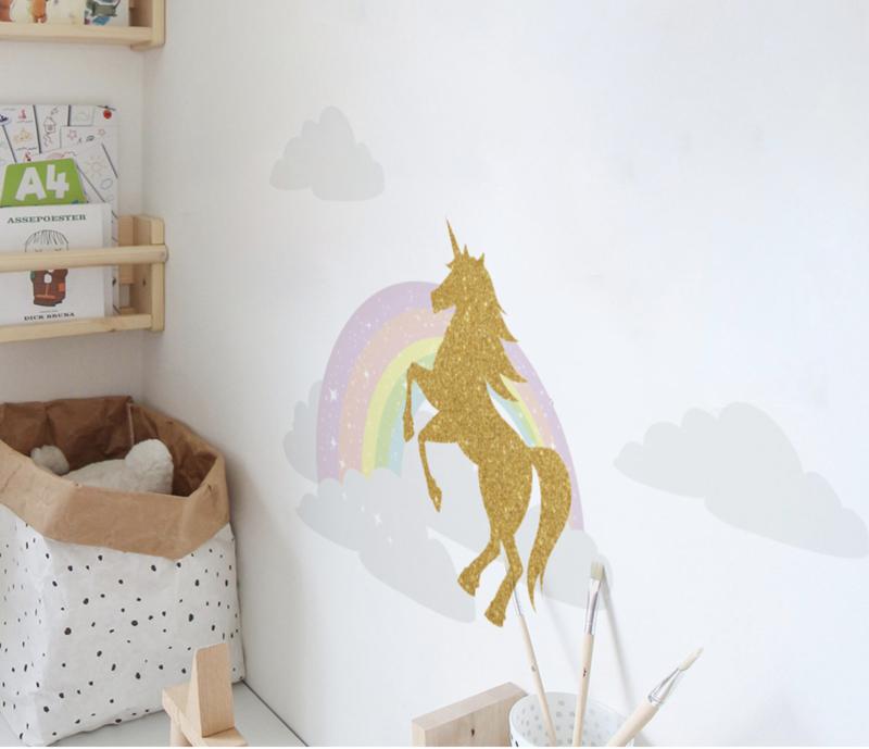Muursticker regenboog en eenhoorn / unicorn - wolken kinderkamer