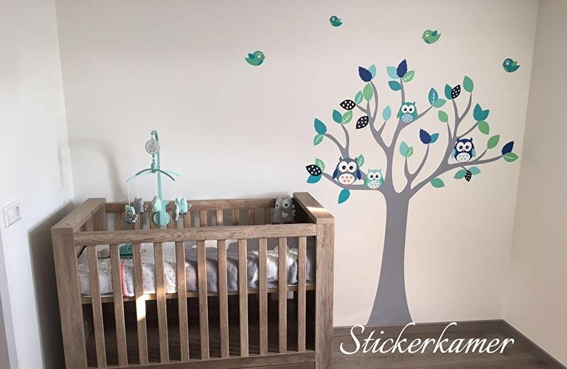 Muursticker boom met uilen en vogels jongenskamer grijs