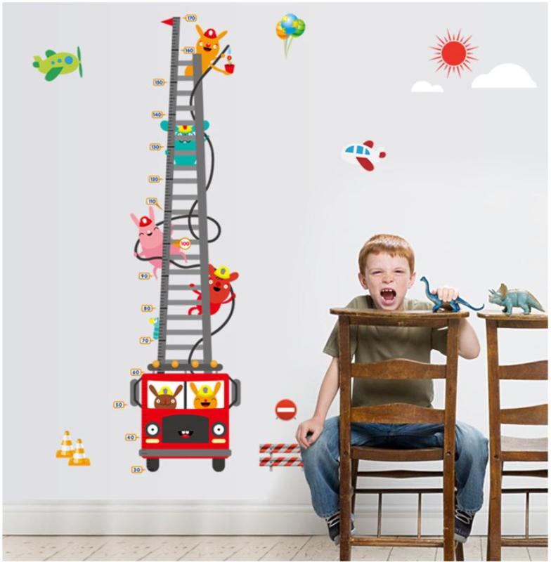 Muursticker brandweer auto met dieren vriendjes groeimeter kinderkamer