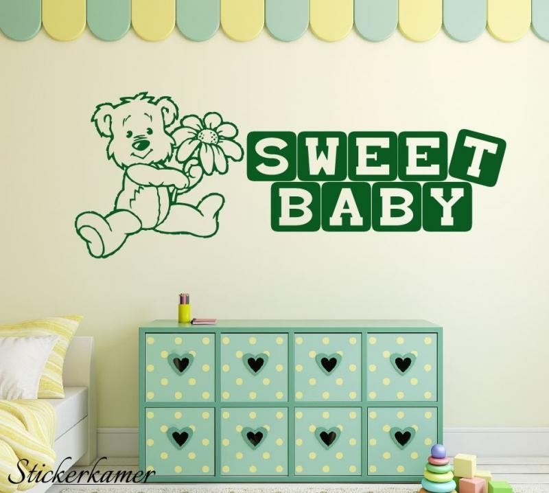 Sweet baby met beertje muursticker