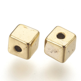 Kraal metaal cube 4x4mm goud