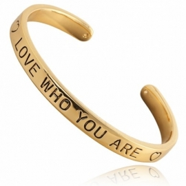Quote armbänd 'love who you are' gold