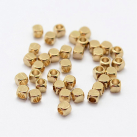 Metalen kralen spacer vierkant goud