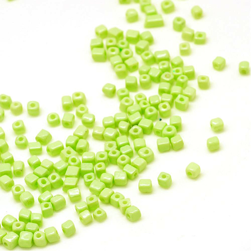 Rocailles cube apple green 4mm