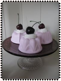 Nep gebak - Roze taartje met kers