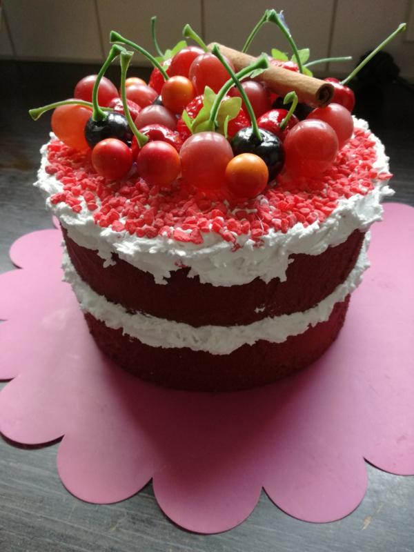 Red velvet vruchtentaart