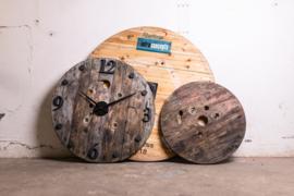 Houten kabelhaspel wandklok 117cm.