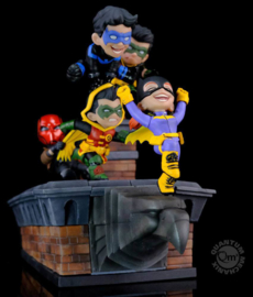 PRE-ORDER: Batman Family Knight Out Q-Master diorama 32 cm