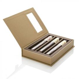 3 chocoladesigaren in geschenkdoos Kartonnen geschenkdoos met 3 smaken chocoladesigaar: truffel-, aromatische- en sinaasappelsigaar