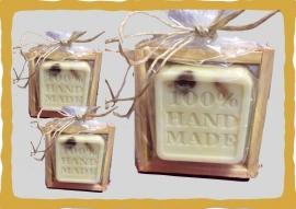 Hand made  inclusief soap bakje