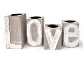 Waxinelichthouders met de tekst 'Love'