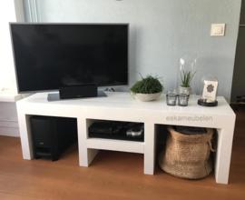 Tv meubel met extra dikke poten