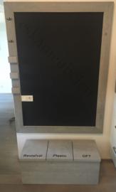 Magneetbord of krijtbord met steigerhouten lijst