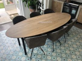 Ovale eettafel met verjongde schuine rand