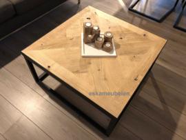 Salontafel eikenhout visgraat blad en staal