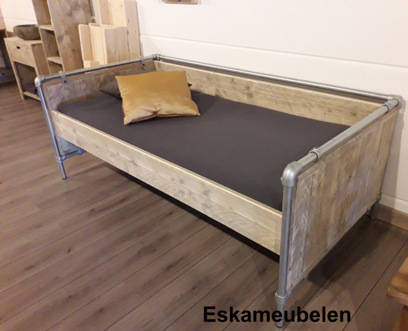 Bed Industrial de Luxe