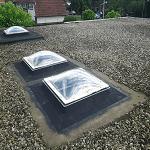 Nieuwe lichtkoepels plaatsen in bestaand dak.