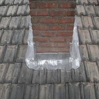 Voetlood en loketten van een schoorsteen vervangen.