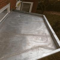 Nieuw zinken erker .dak aanbrengen.