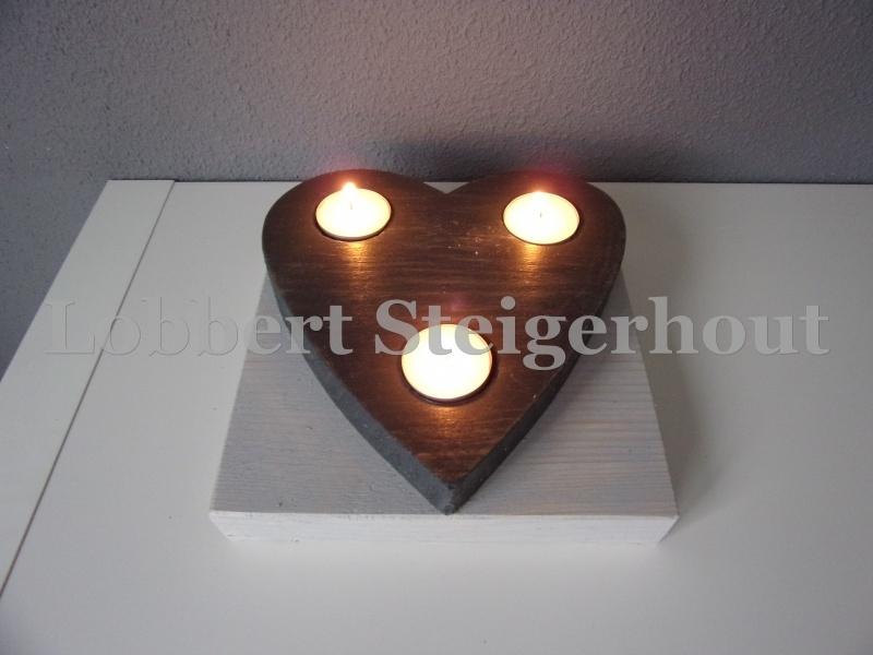 Steigerhouten waxinelichthouder hart op steigerhouten onderbord, 2 kleuren