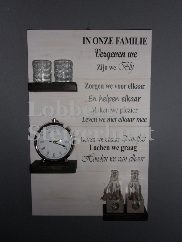 Steigerhouten wandbord, 2 kleuren met tekst In onze Familie