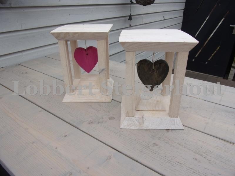 set van 2 decoratieve standaards met hangend hart