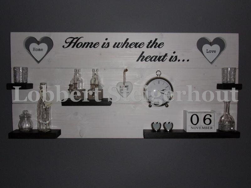 Steigerhouten wandbord 2 kleuren met harten en grote tekst 125x60 cm