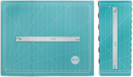 71350-0  We R Memory Keepers tri-fold magnetic cutting mat + rule