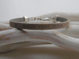 Leren armband dream, smile, love dark country grey