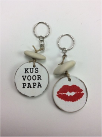 "Sleutelhanger ""kus voor papa"""